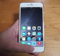 iPhone6 Plus ホームボタンを軽く2回タップするとホーム画面のアイコンが下がる